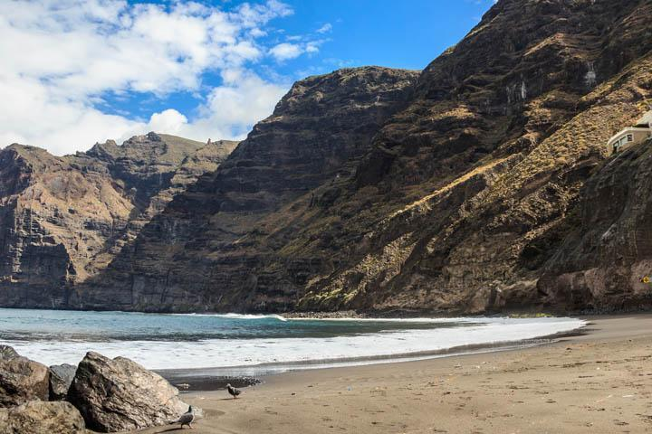 spain_tenerife_los_gigantes_the_giants_cliffs_and_beach_canary_islands_thinkstockphotos-486140964